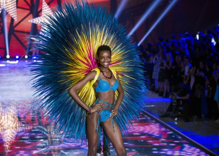 Maria Borges rocking her TWA at the 2015 Victoria Secret Fashion Show